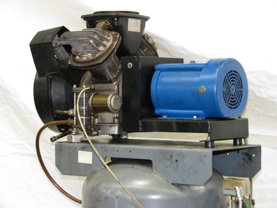 Atlas Copco 5 Hp Vertical Tank Air Compressor Le7 Uv 60